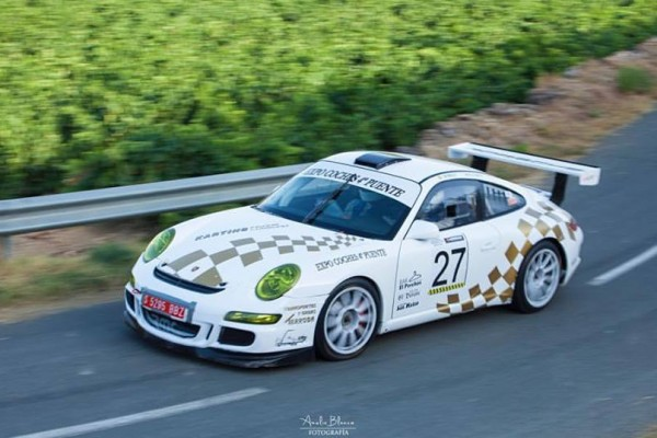 Coche de rally blanco